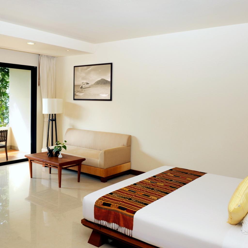 Bright bedroom desktop wallpapers 1024x1024 for Bright bedroom wallpaper