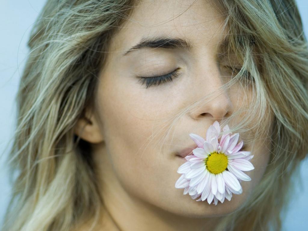 Фото картинки девушек с цветами 6