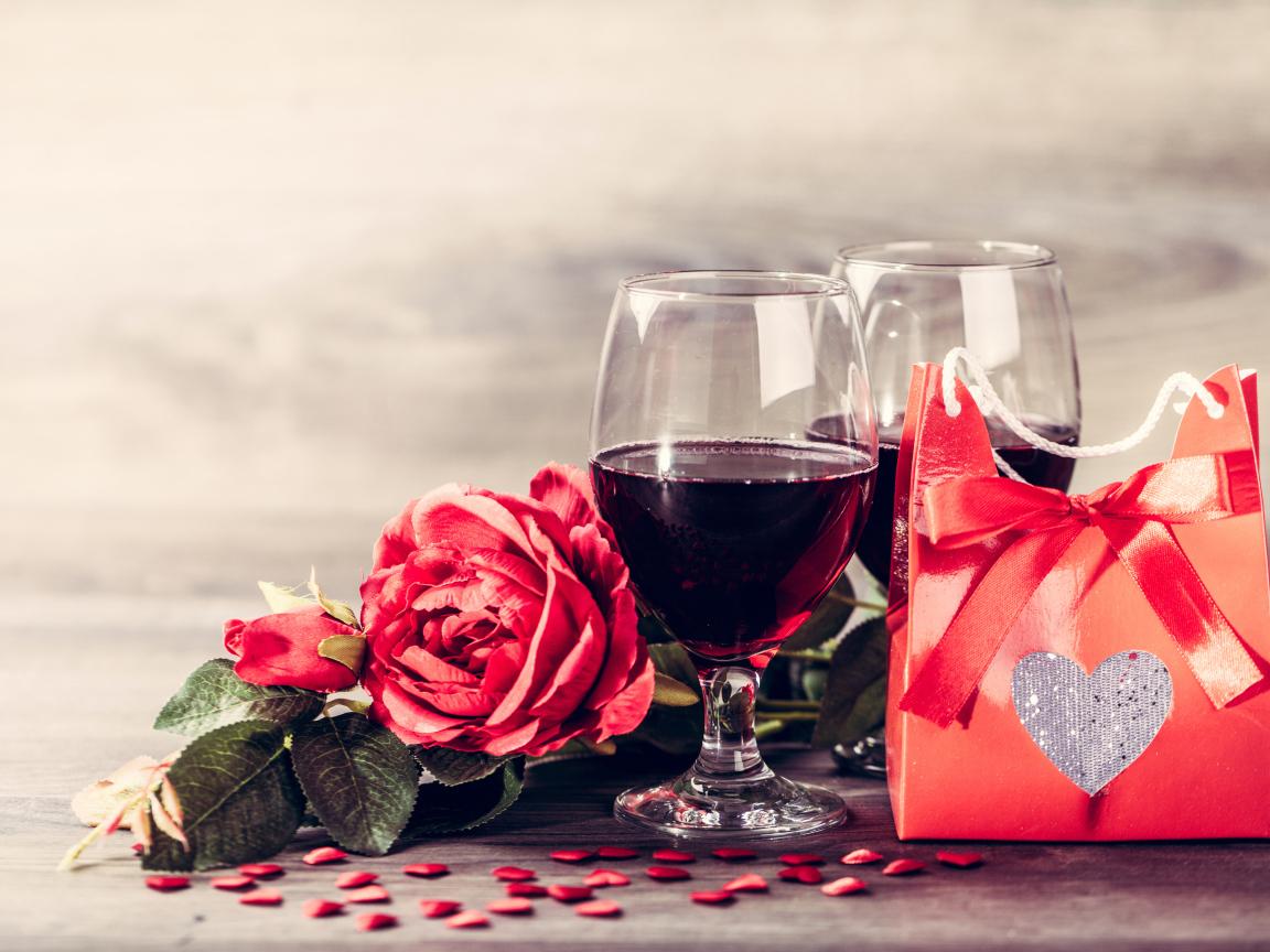 красивые картинки вино и роза на столе можно