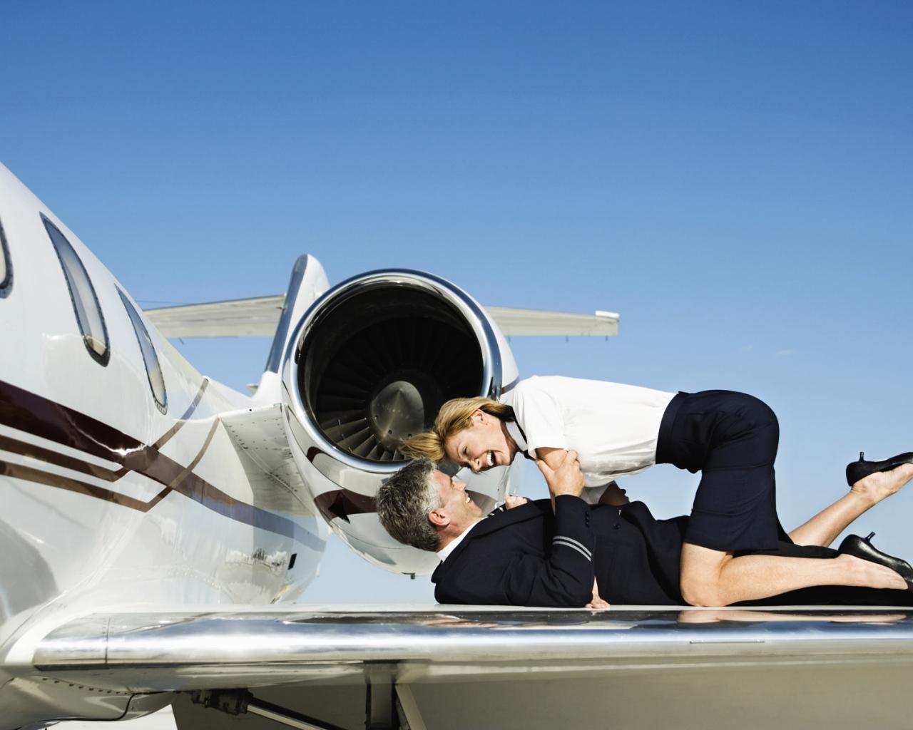 фото стюардесс эро из пятого элемента