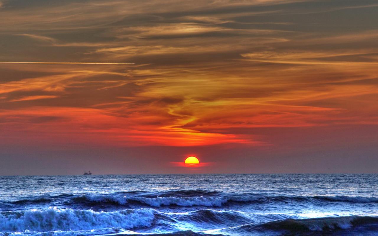 http://www.zastavki.com/pictures/1280x800/2008/Nature_Sundown_Sea_sunset_005344_.jpg