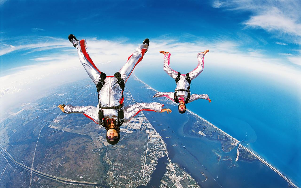 http://www.zastavki.com/pictures/1280x800/2008/Sport_Ski_diving_008182_.jpg