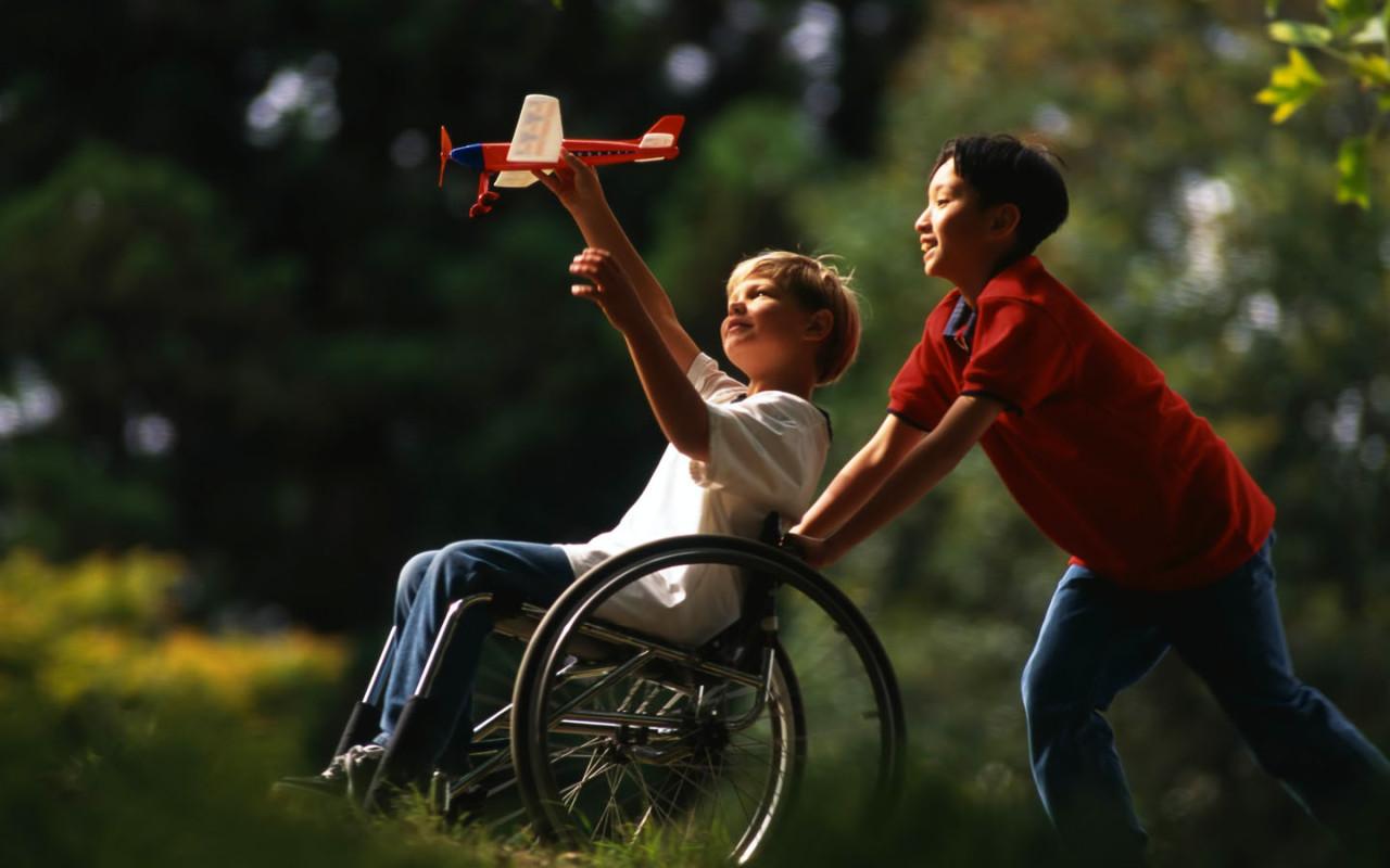 http://www.zastavki.com/pictures/1280x800/2009/People_Children_Plane___Children_012785_.jpg