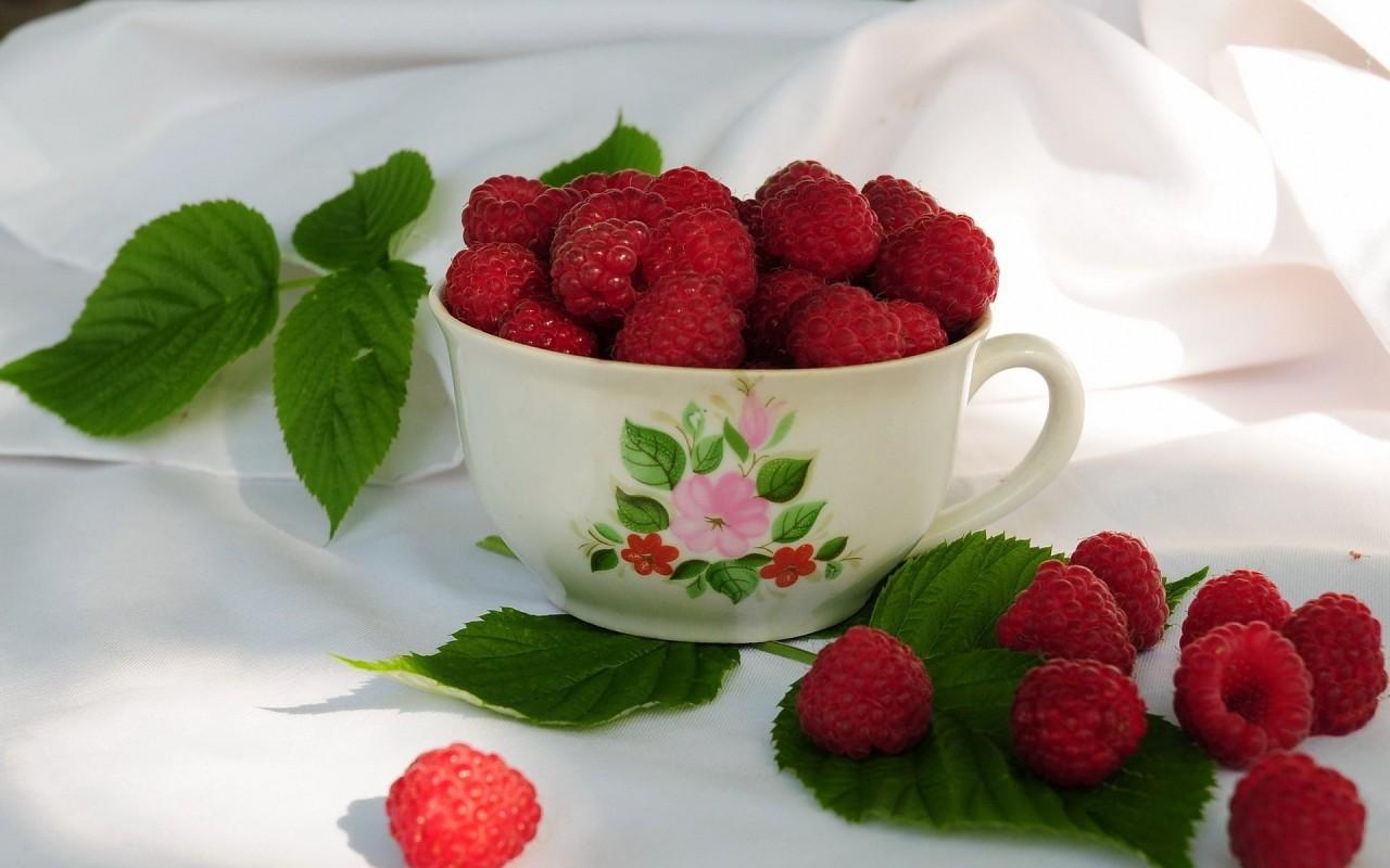 ADAMAST.ru :: Чашка малины обои для рабочего стола.