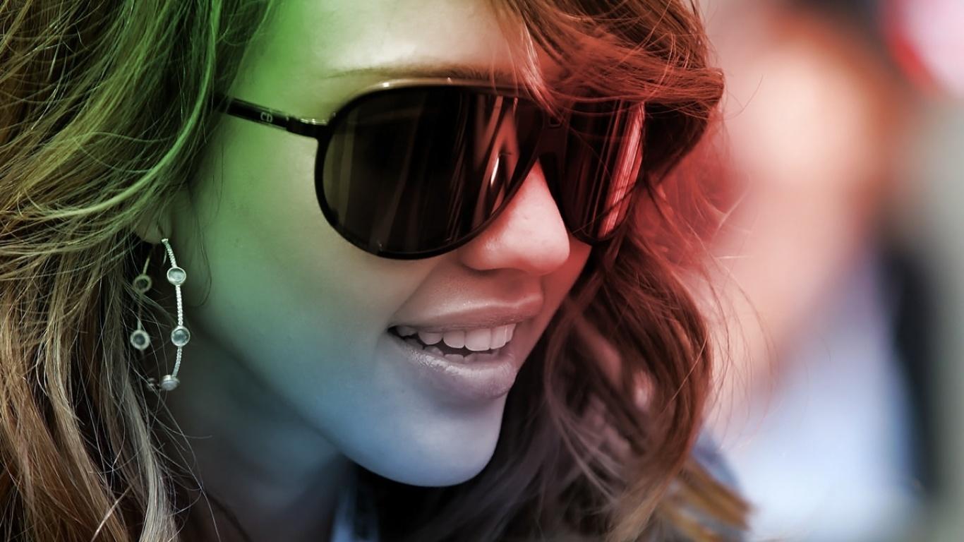 Девушка в солнечных очках - обои для рабочего стола, картинки, фото d098dc529c0