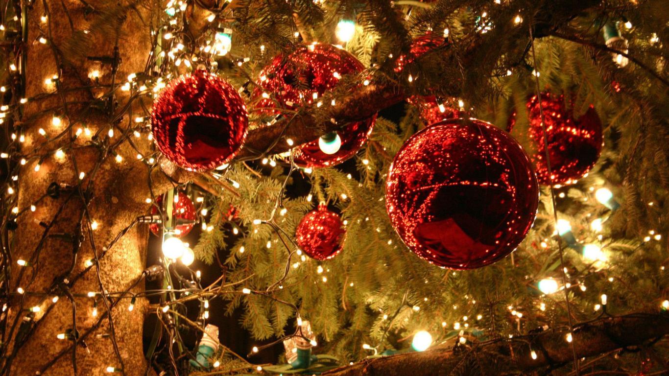 Toys Lights Christmas Tree Desktop Wallpapers 1366x768