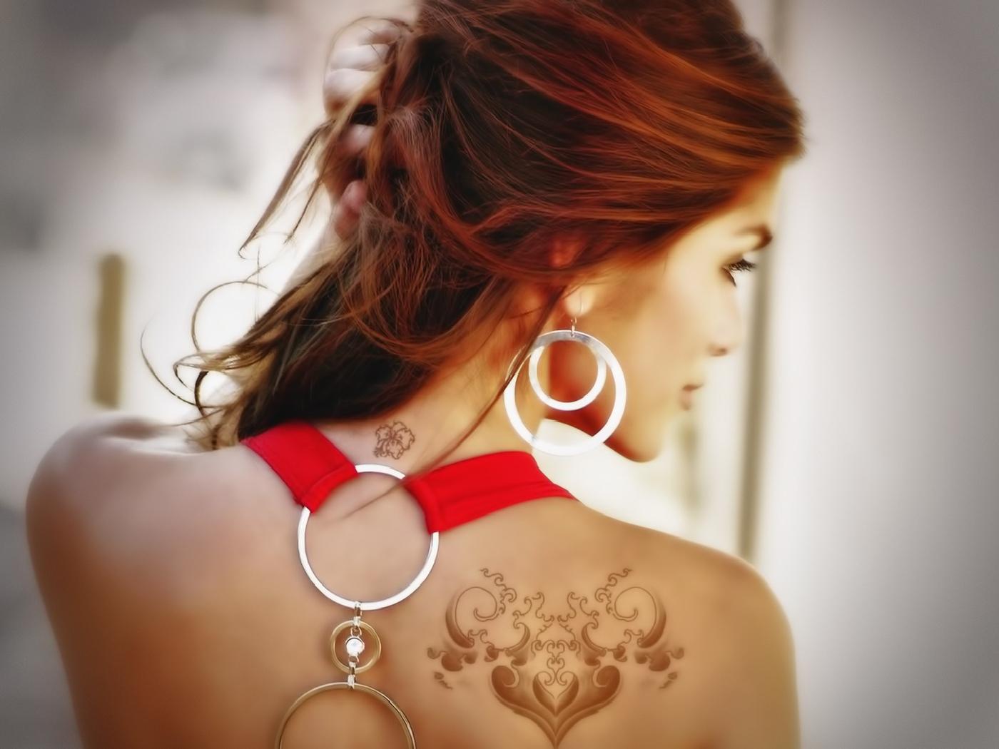 Девушки с татуировками на шее фото