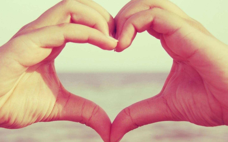 hand hearts wallpaper - HD1440×900