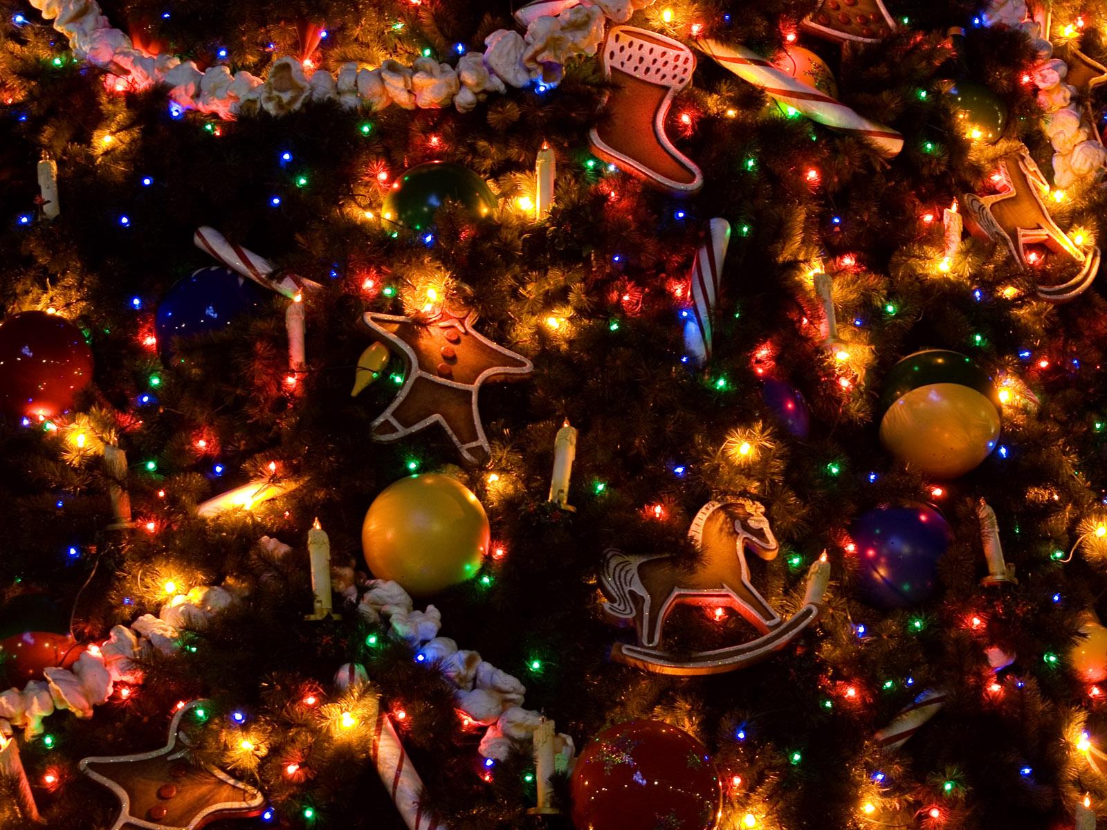 http://www.zastavki.com/pictures/1600x1200/2008/Christmas_wallpapers_Christmas_decorations___Christmas_011464_.jpg