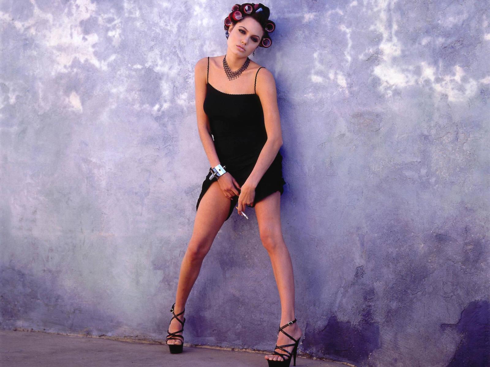 Секси девушка на каблуках 17 фотография