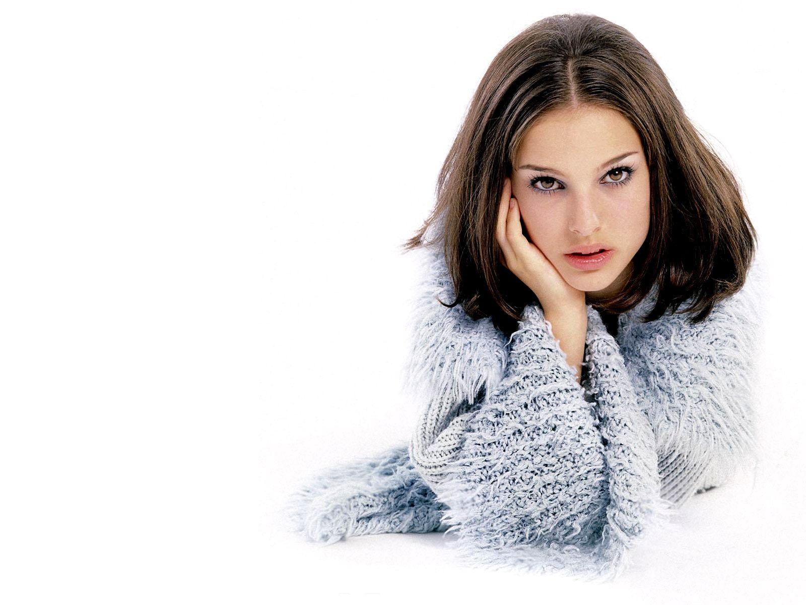 http://www.zastavki.com/pictures/1600x1200/2008/Girls_Natalie_Portman_008745_.jpg