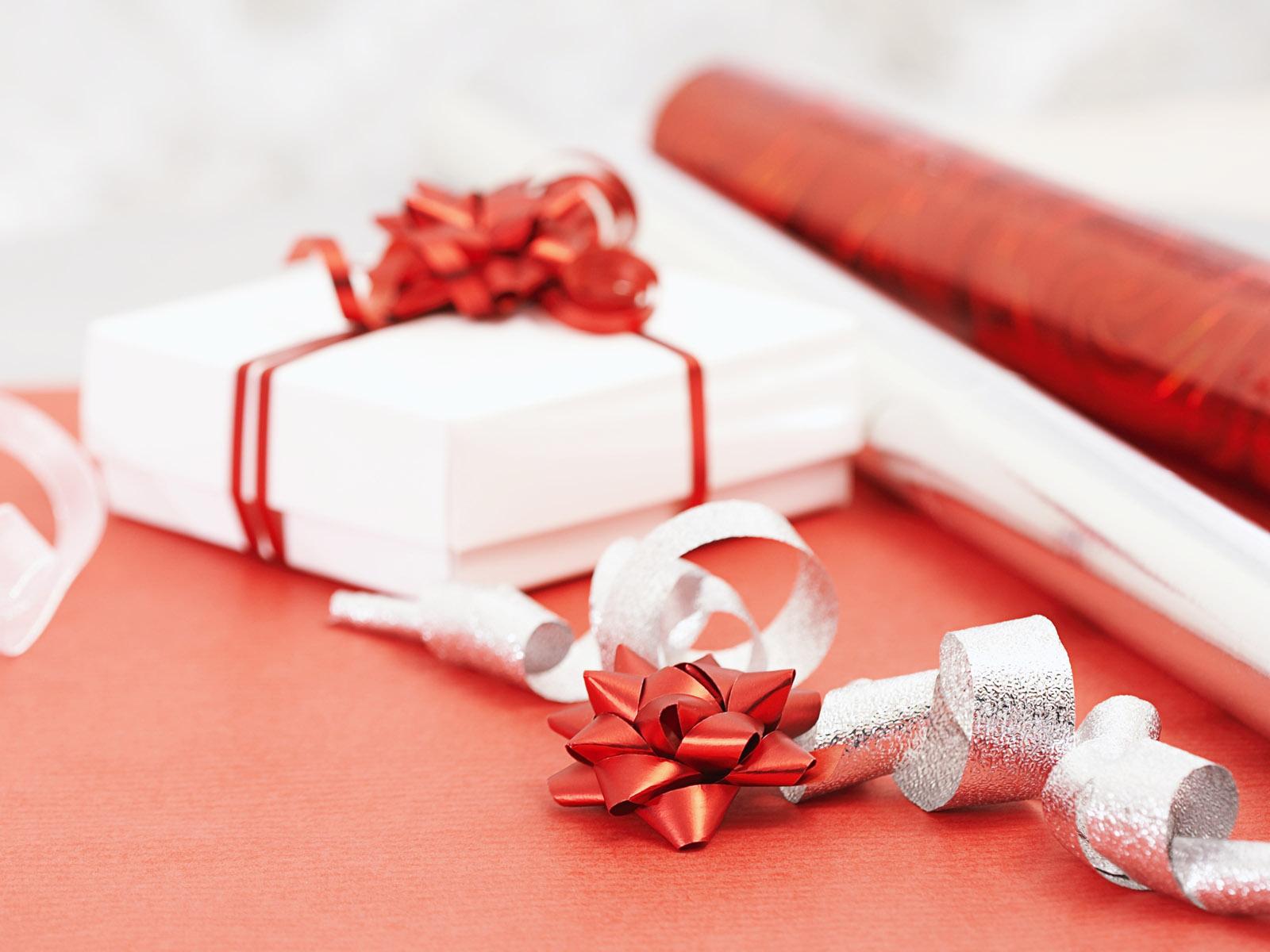 Как подарить подарок любимой девушке на день рождения