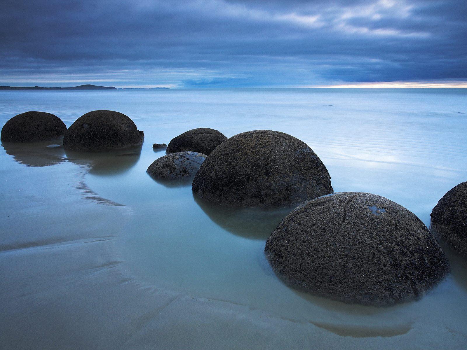 Картинка круглые камни на камнях
