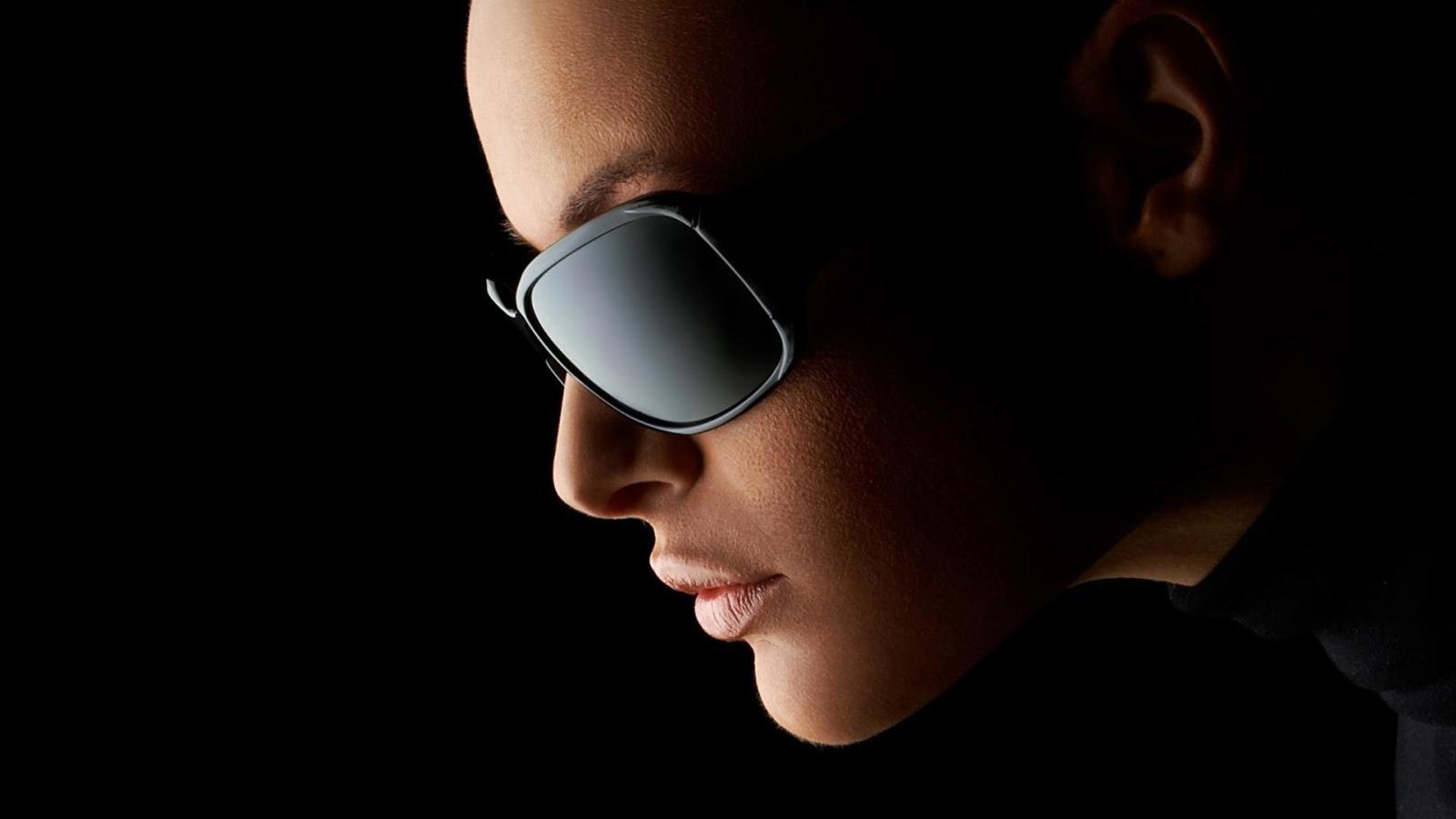 силой красивая девушка в темных очках очень красивая девушка