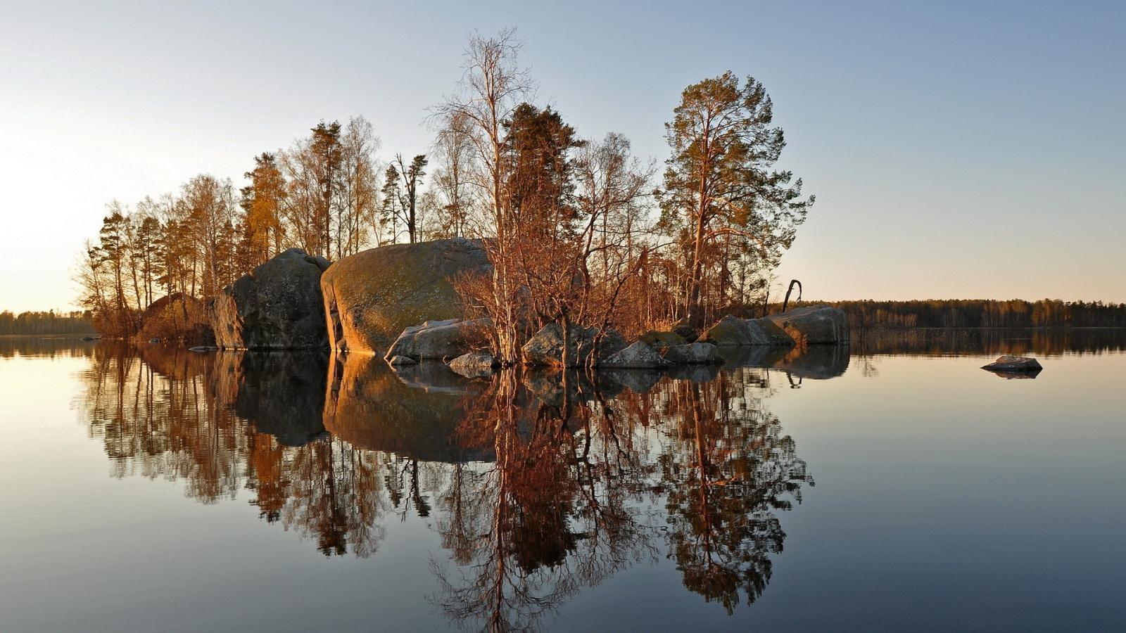 Stone Island On The Lake Desktop Wallpapers 1600x900