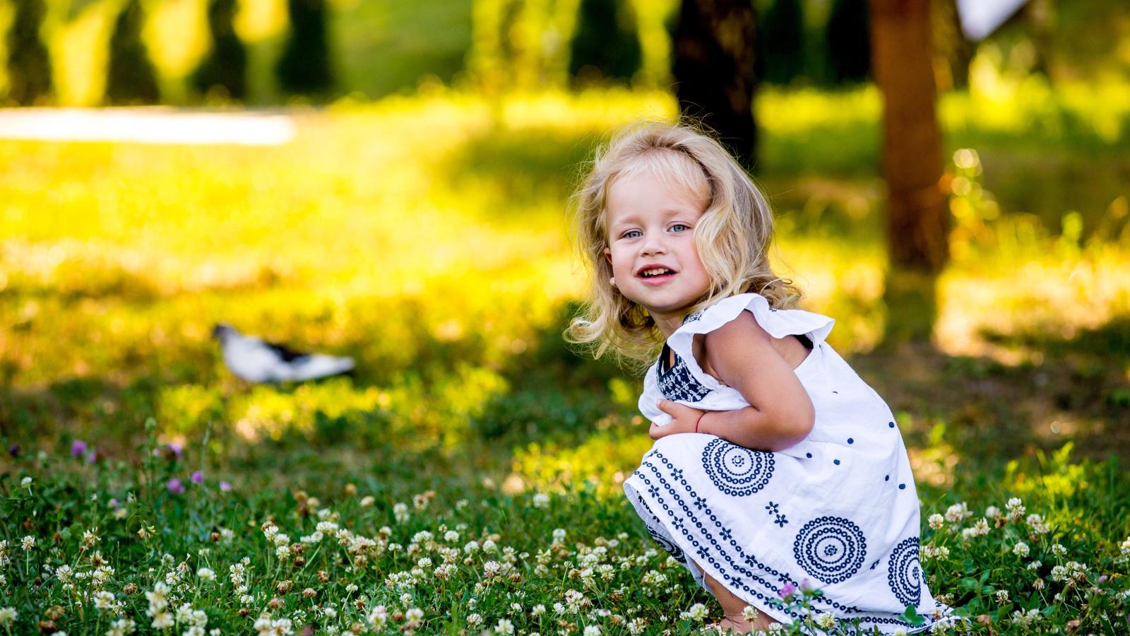 красивые фото с детьми на траве цифровой