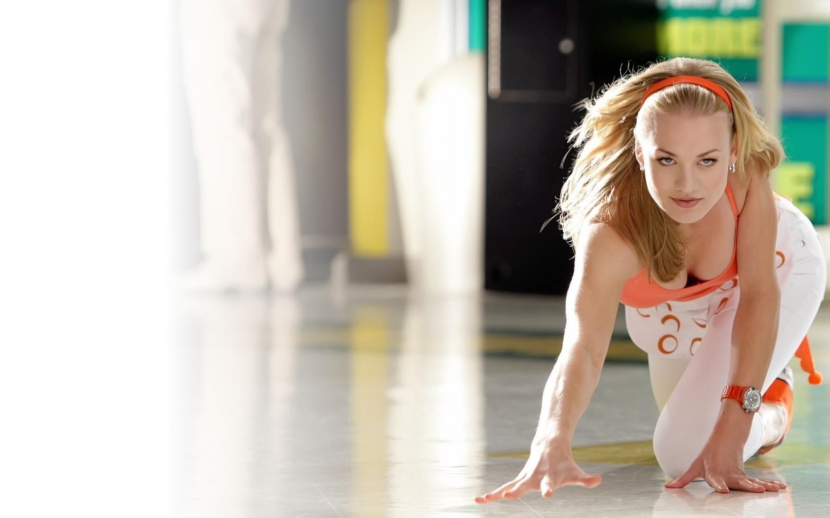 Yvonne Strahovski Dancing Gif