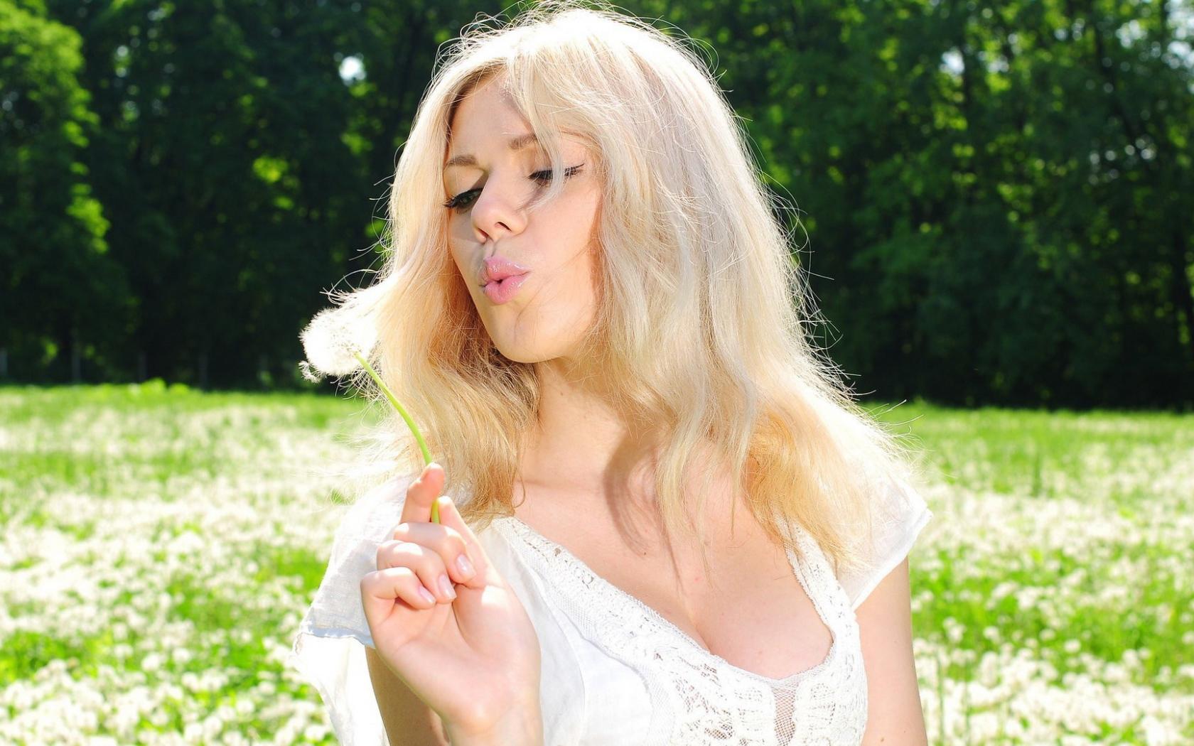 blondinka-i-otsos