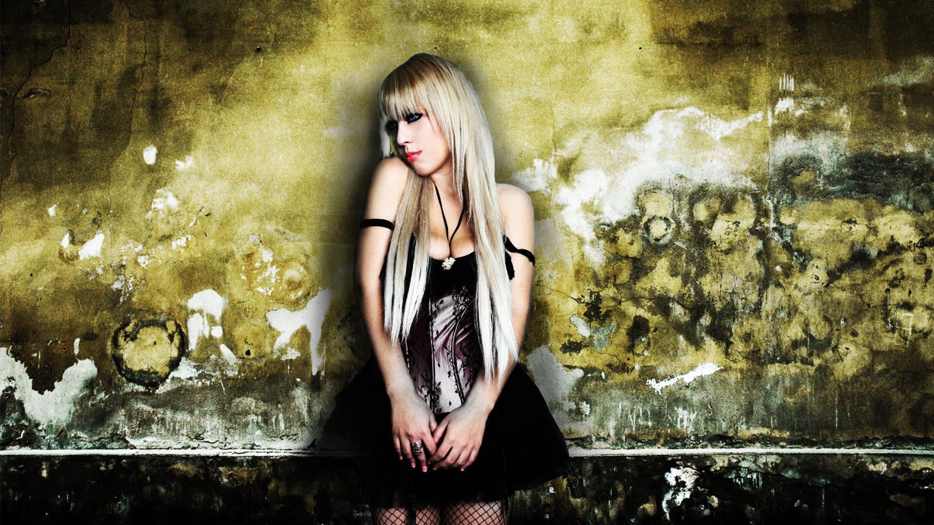 Эмо девушки блондинки одна самая красивая 19 фотография