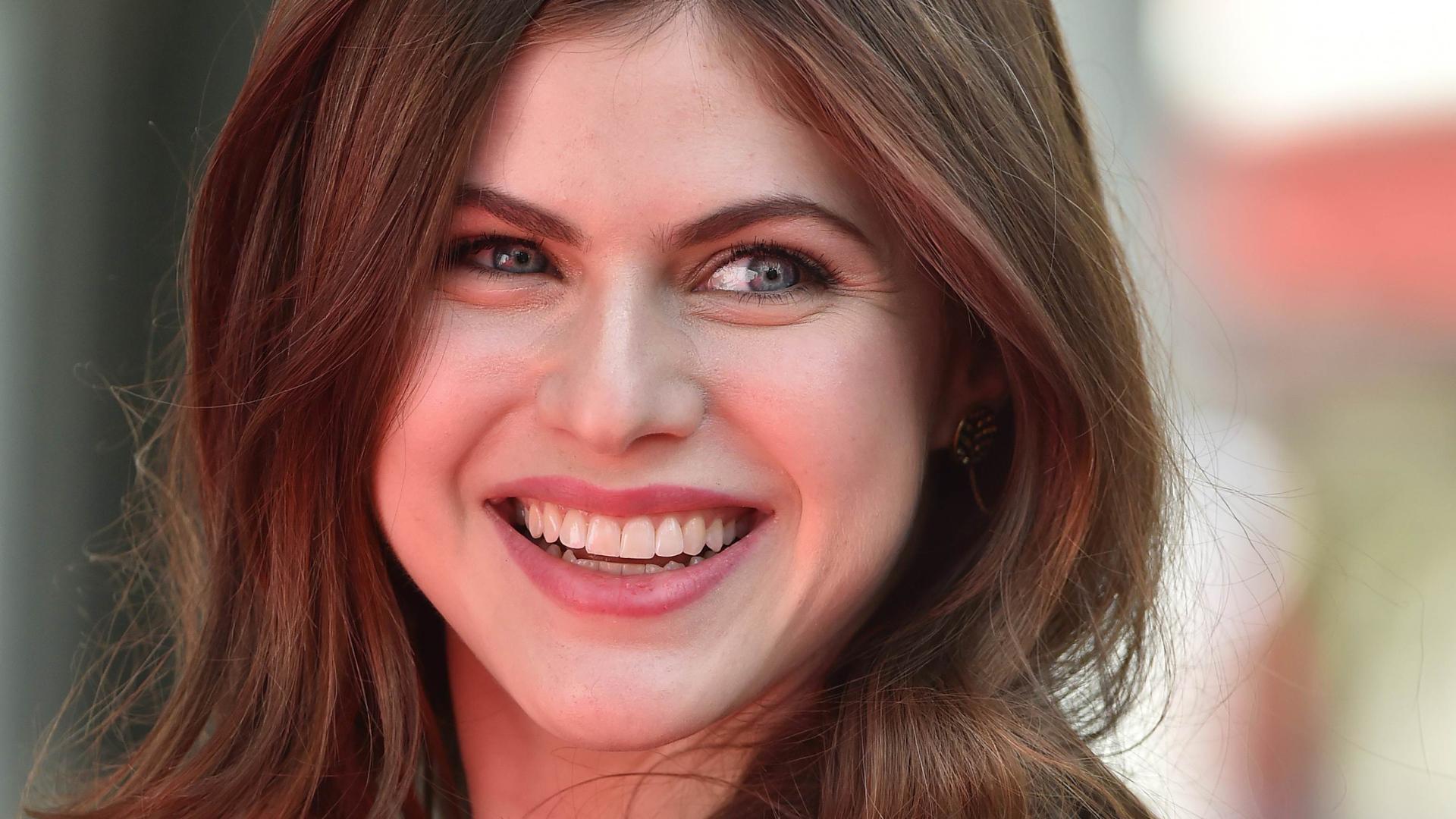 A Sweet Smile Of The Actress Alexandra Daddario Desktop