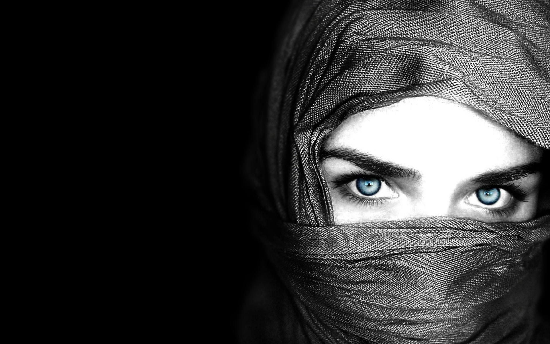 Кавказские девушки в хиджабе. Это изображение можно.