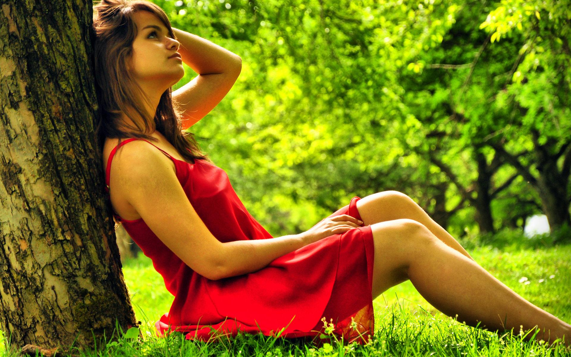 Девушка в лесу красивые фото