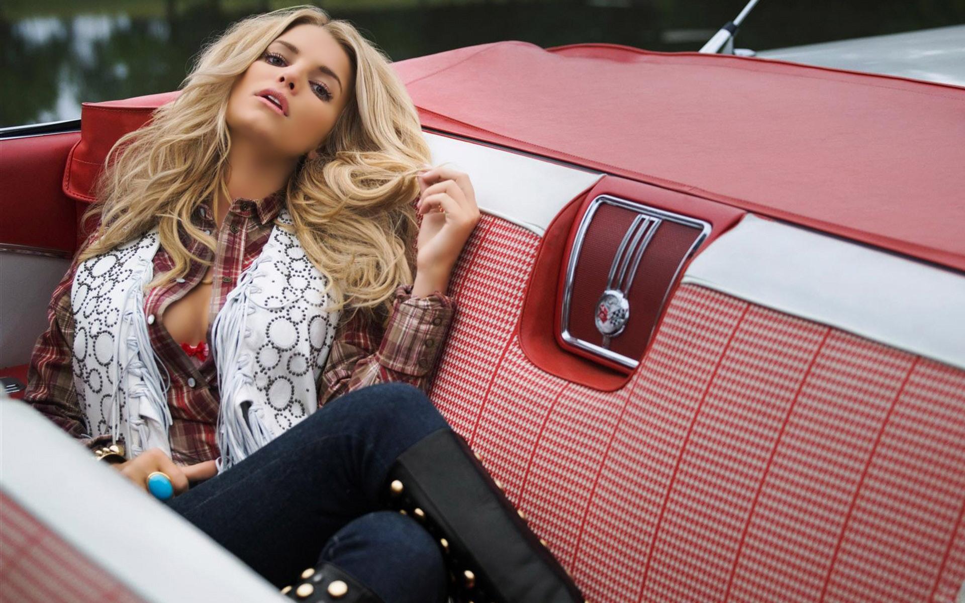 Jessica Simpson In Car