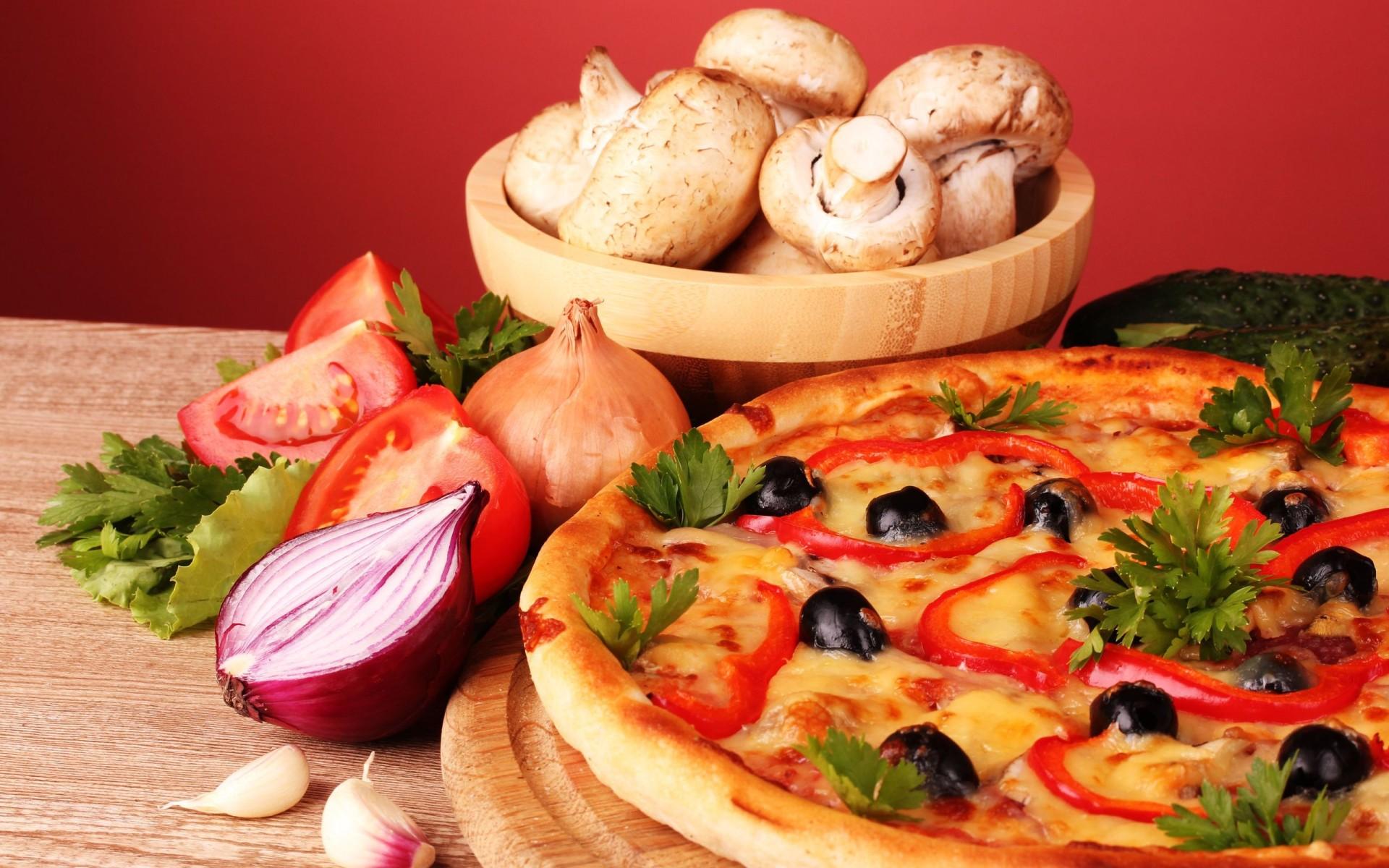 Пицца с колбасой, грибами, помидорами и сыром - пошаговый ...