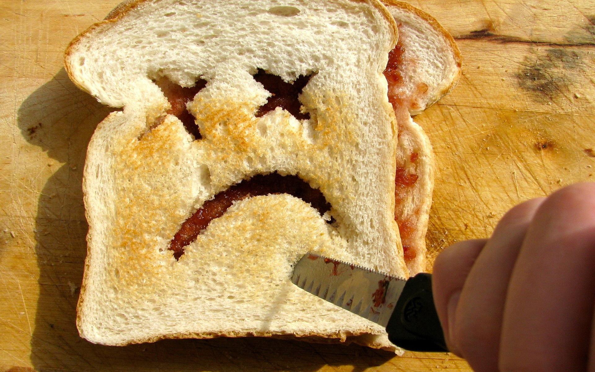 Картинка как резать хлеб про характер прикольные