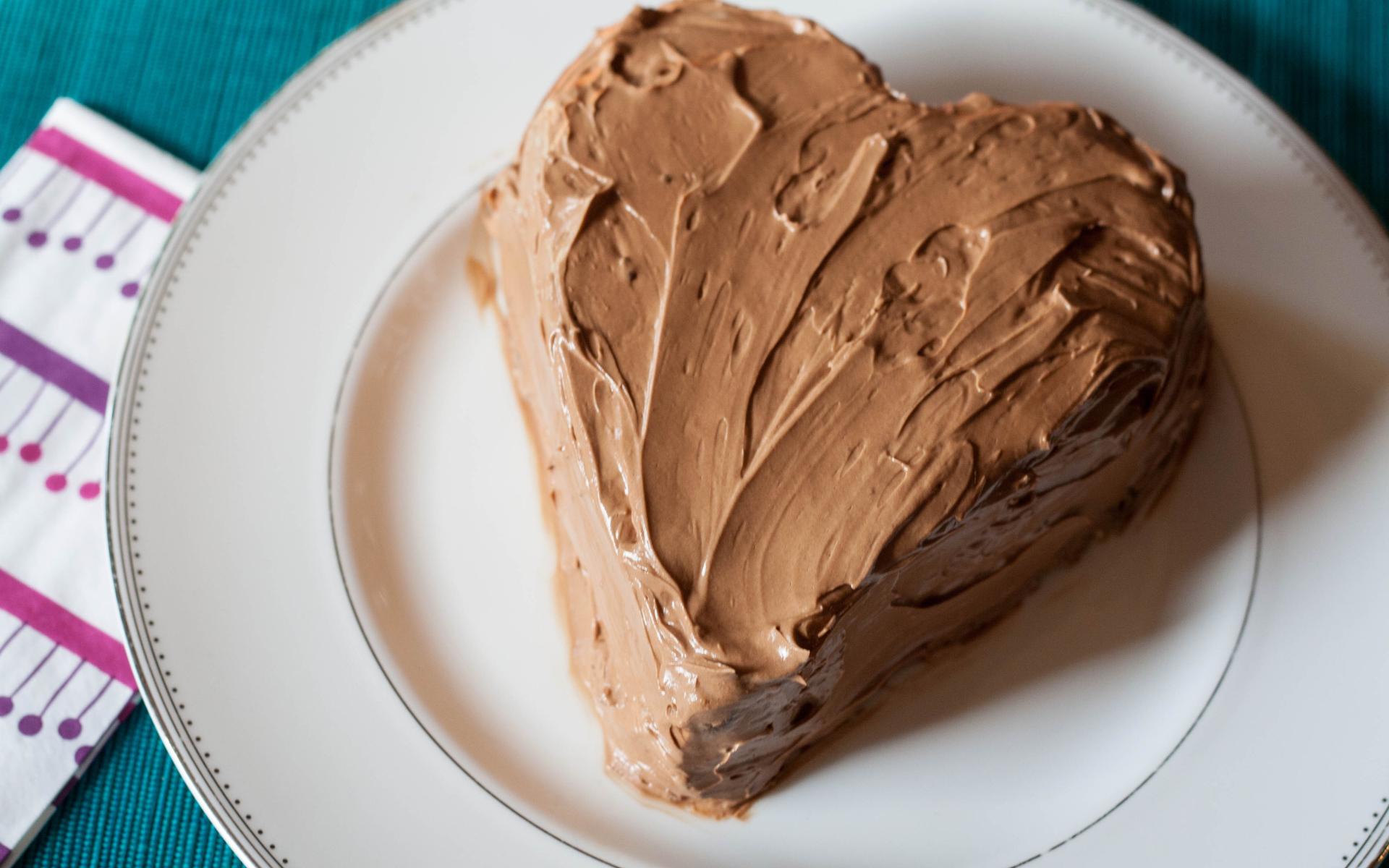Cream cake in the form of heart on birthday Desktop ...