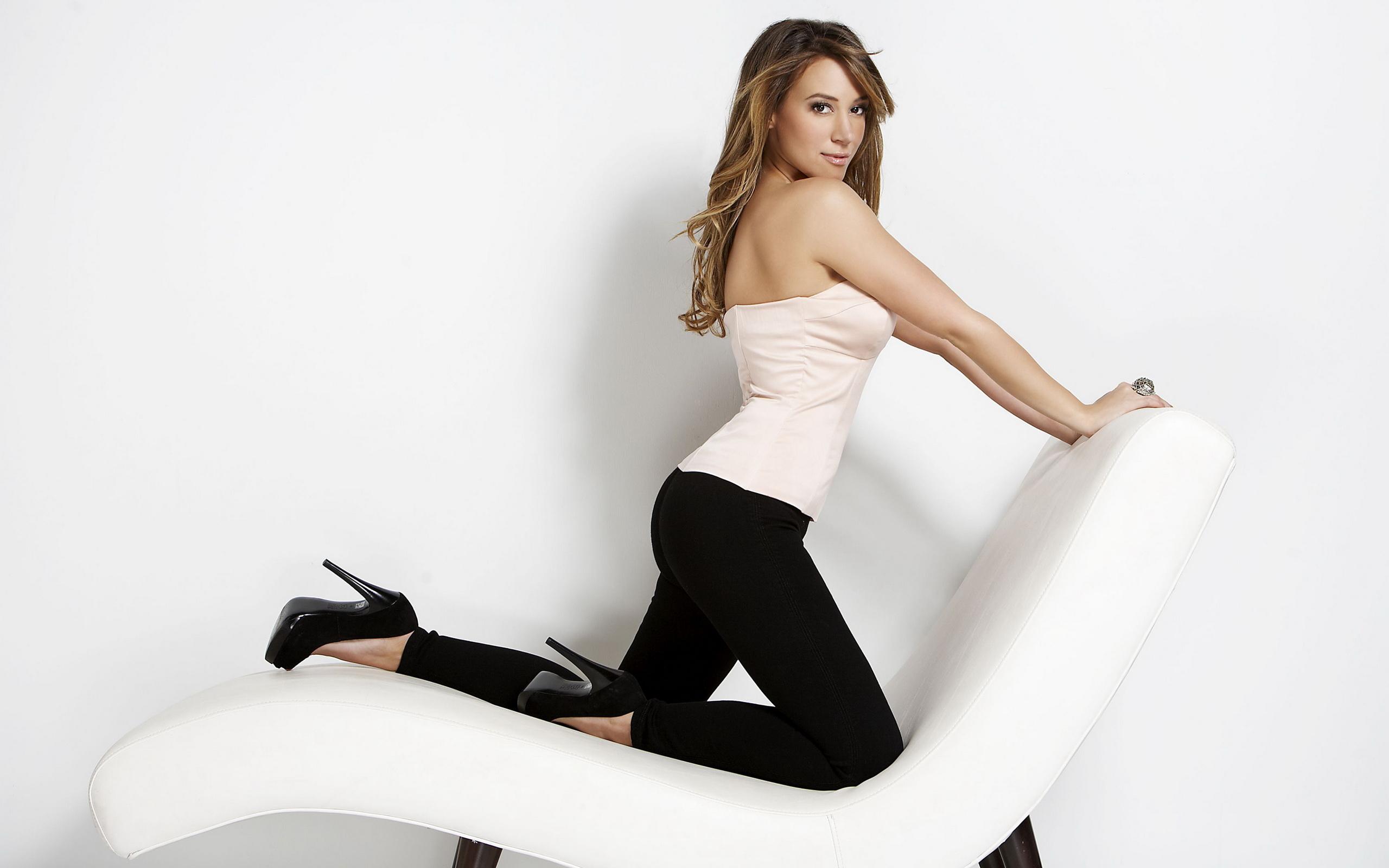 Девушку на кресле фото 580-911