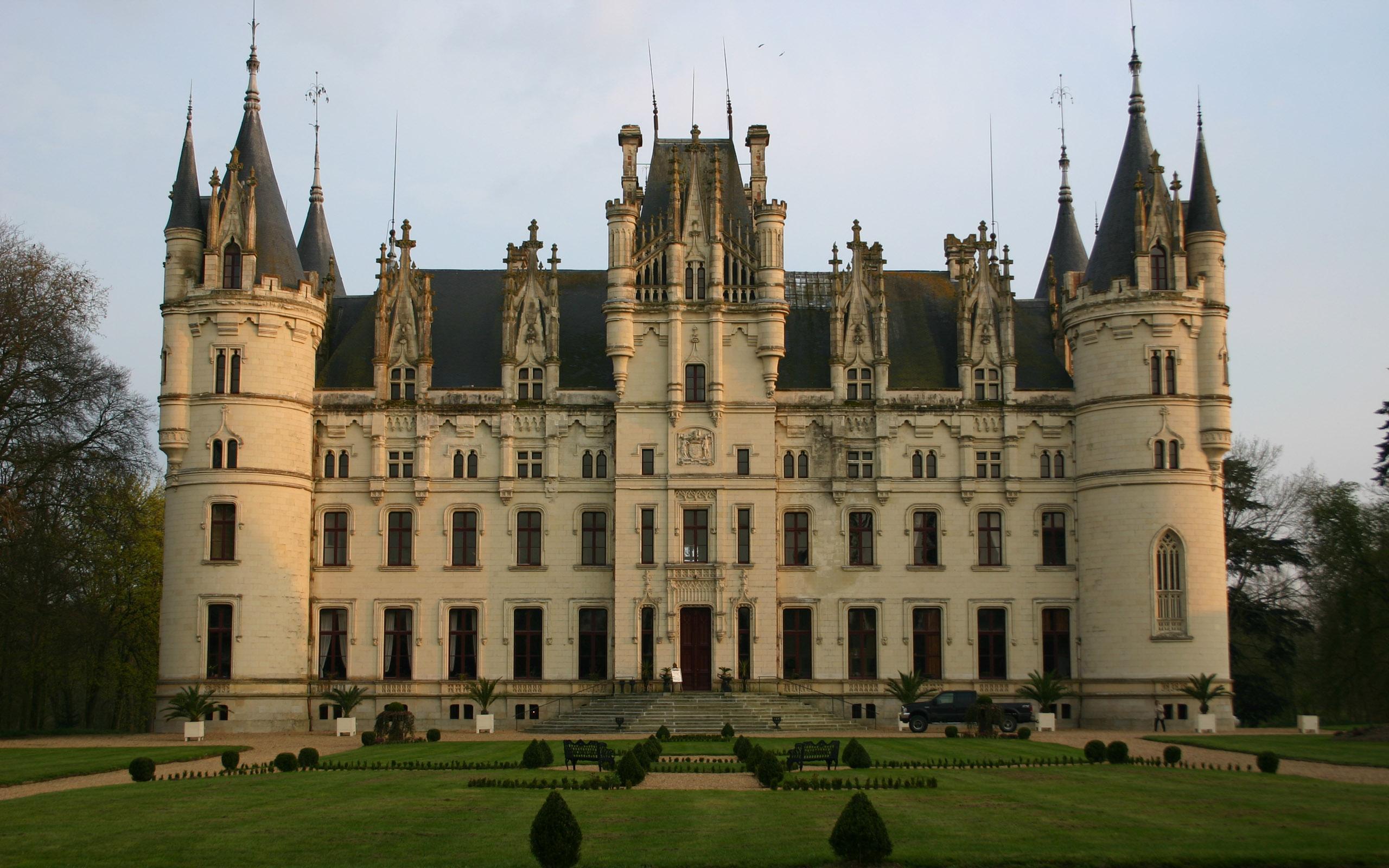 средства картинки огромных замков что