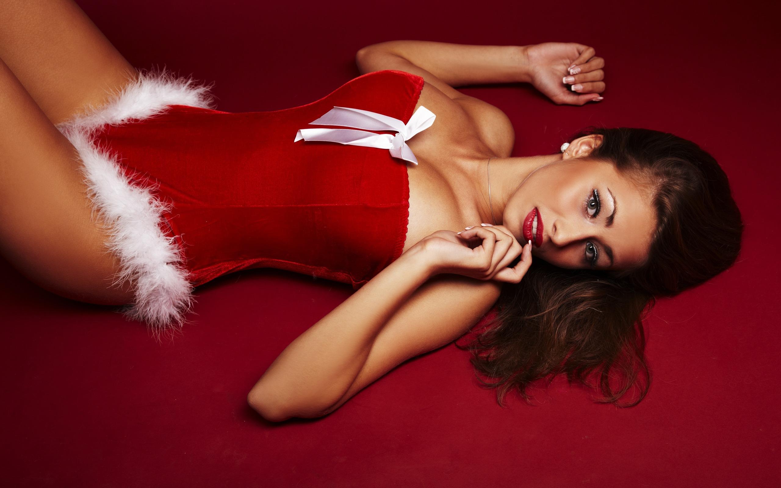 Girls_Christmas_Girls_The_girl_in_New_Year_s_body_028899_.jpg