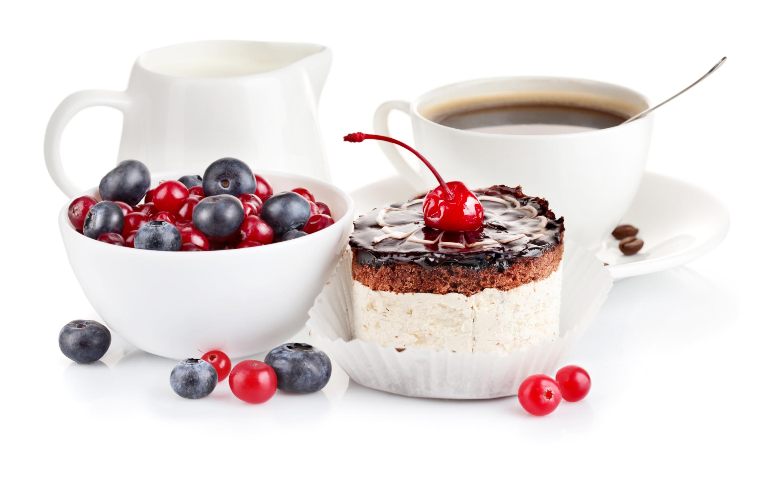 Фото чашка кофе и пирожное