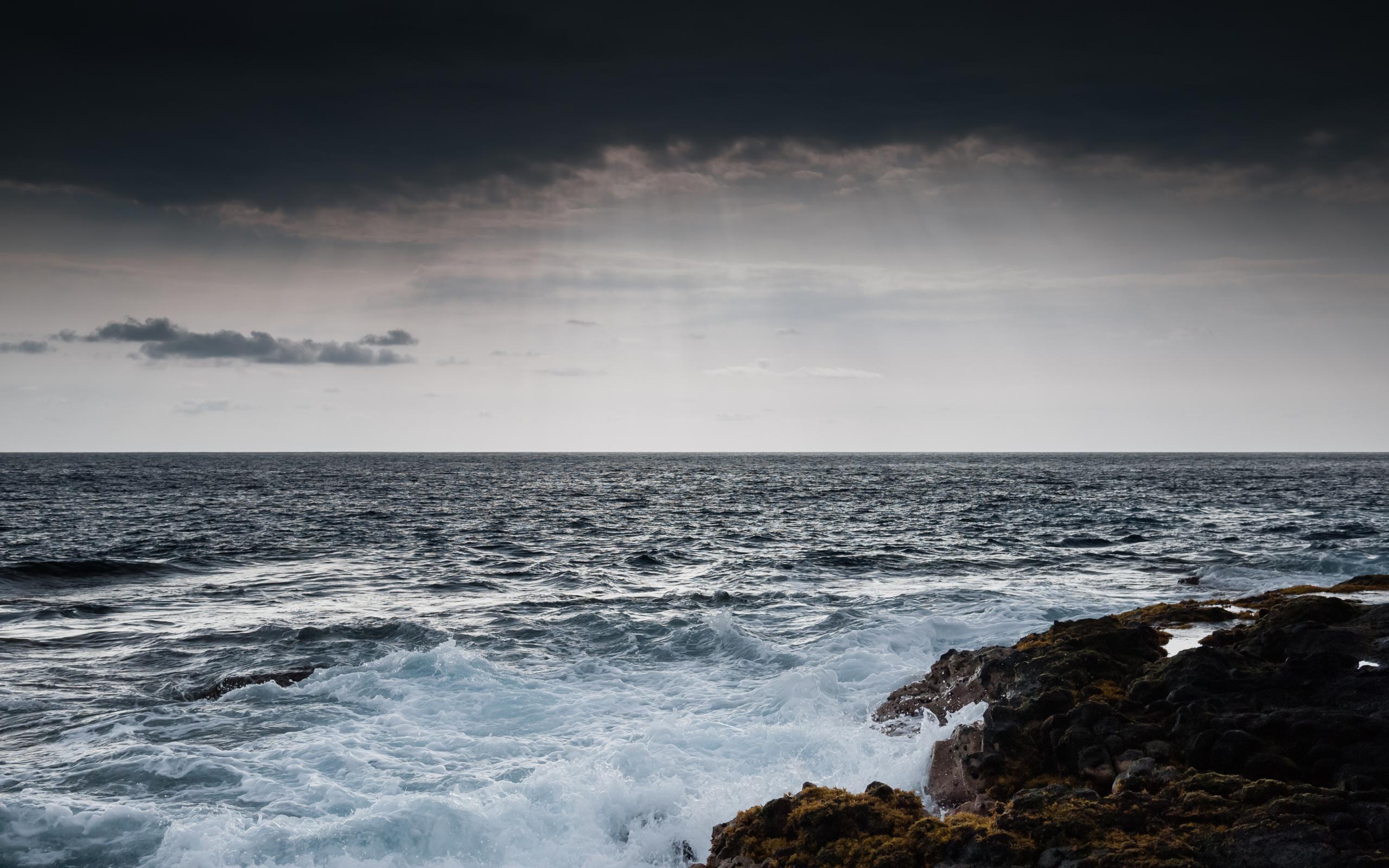 море мрачное фото кладбище