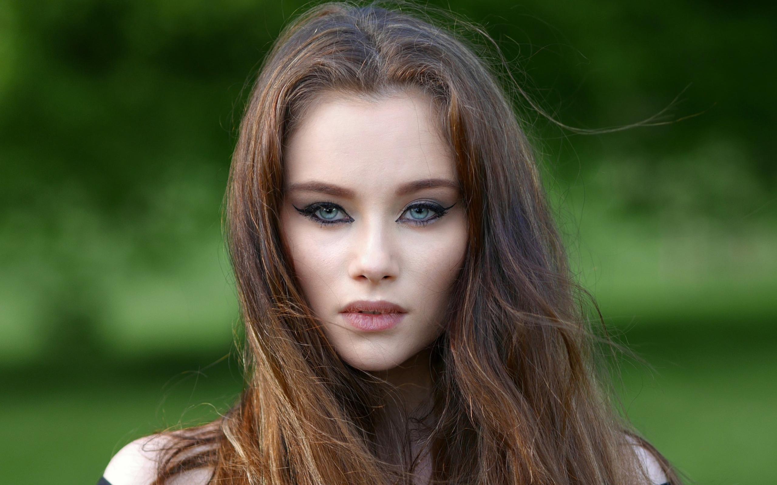 Голубоглазые шатенки фото красивых русских девушек дома взятые с простых людей