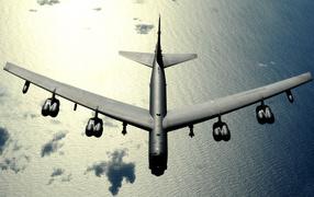 Большой тяжелый самолет