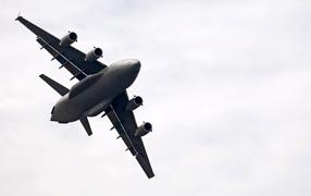 Военная авиация / огромный самолет