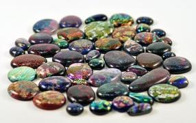 Перламутровые камни