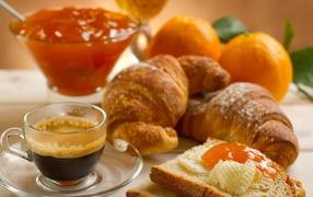 Coffee, croissants and jam