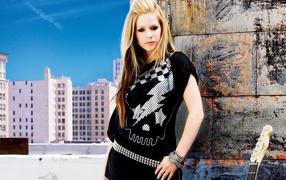 Avril Lavigne on roof
