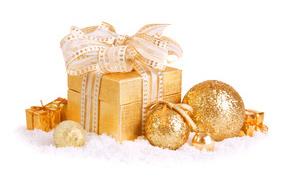 Новогодняя коробочка и шары