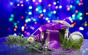 Подарок с фиолетовой лентой