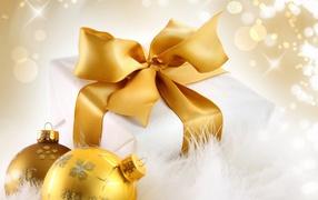 Новогодний подарок в коробке