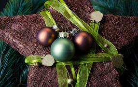 Звезда и шары для елки