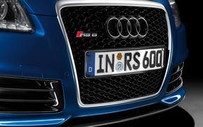 Автомобиль Audi A4 вид спереди
