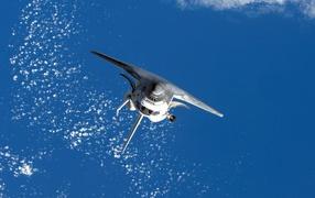 Космический шатл в полете