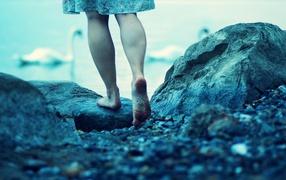 камни, ноги, платье