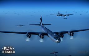 War Thunder военные самолеты в голубом небе