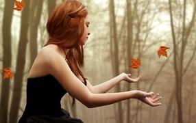 Осенний мотив игра на листьях
